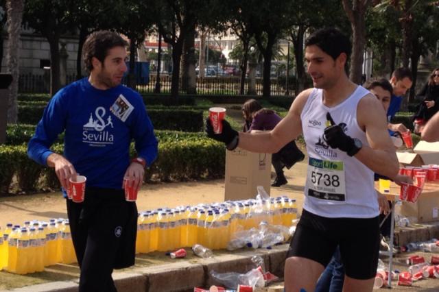 Juan Luis (entrenador de voleibol) anima y asiste Victor Lafuente